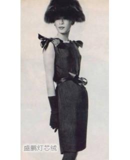 Balenciaga的灯芯绒连衣裙带来无限魅力