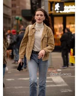 街拍:穿灯芯绒夹克的丽人美女