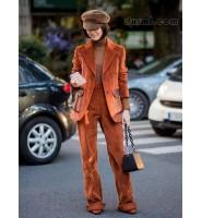 充满年代感的摩登灯芯绒时装