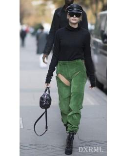 辣眼睛的灯芯绒开档绿裤,海莉-鲍德温的出街灯芯绒裤