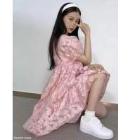 春夏流行时尚 粉色连衣裙搭配小白鞋 青涩懵懂的学生时代