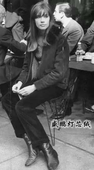 Francoise Hardy灯芯绒搭配依旧时髦