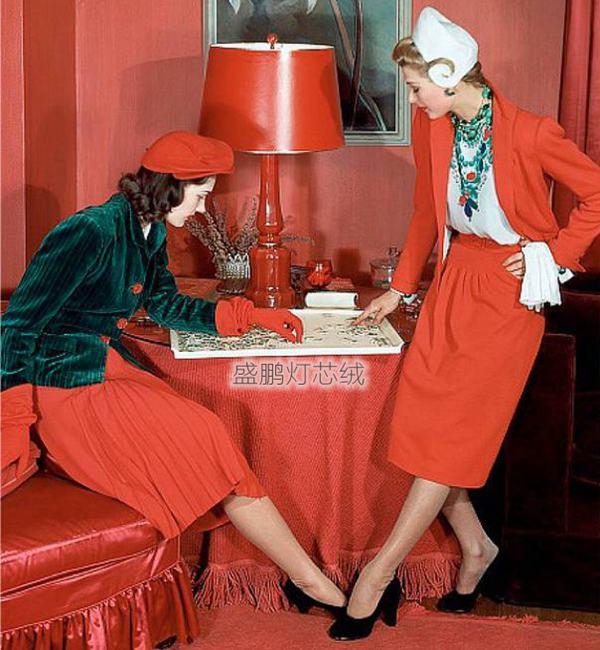 玛丽莲·安布罗斯演绎的灯芯绒时尚造型-灯芯绒西装外套