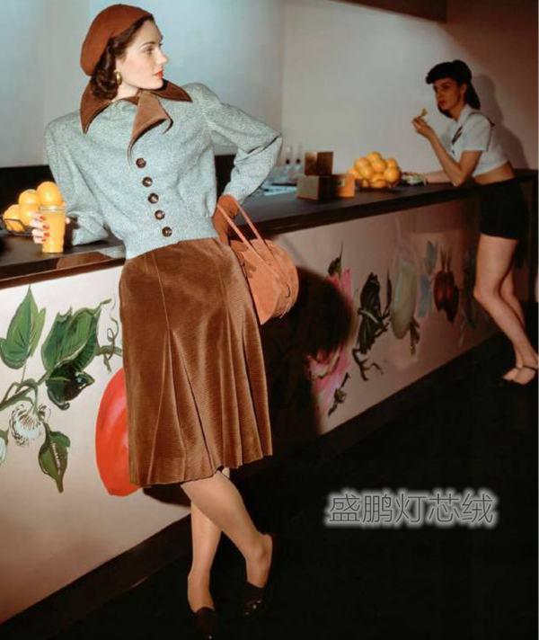 玛丽莲·安布罗斯演绎的灯芯绒时尚造型-灯芯绒裙装