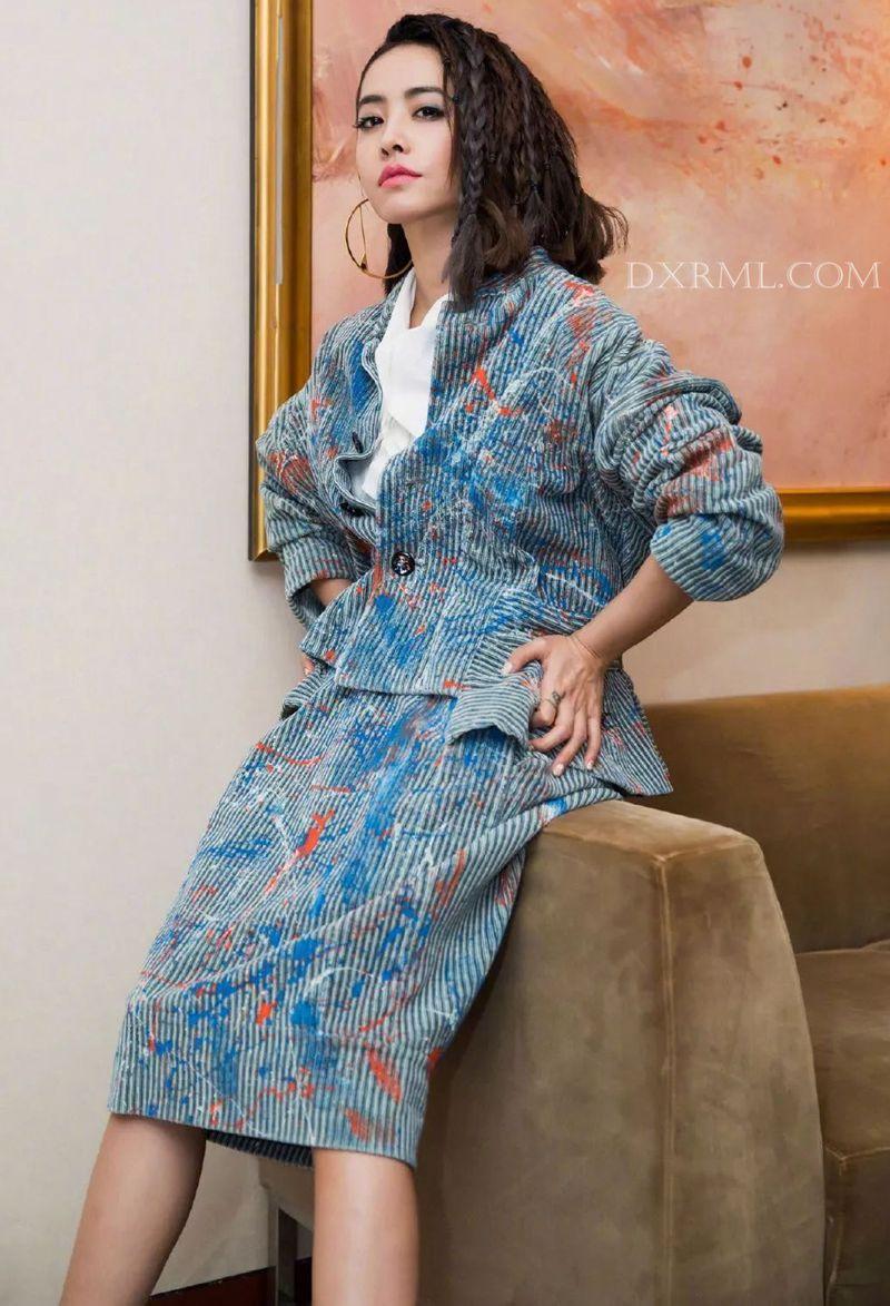 时尚教母jolin灯芯绒套装潮爆了时尚圈
