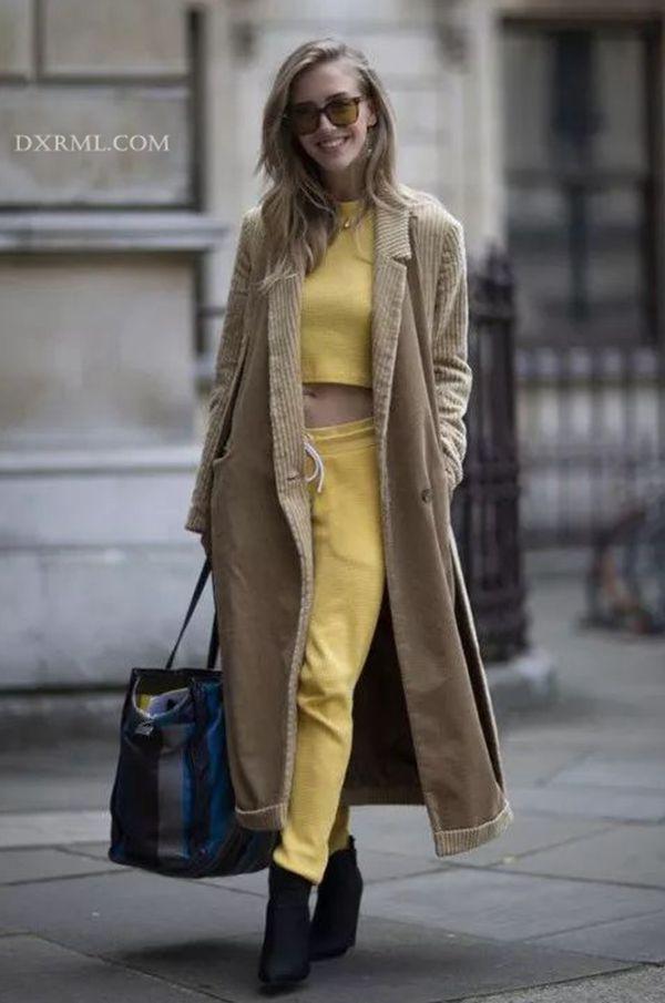 长款灯芯绒外套很显高挑