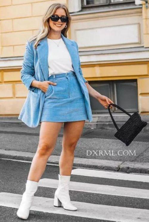 复古的灯芯绒裙子不失现代时尚风范