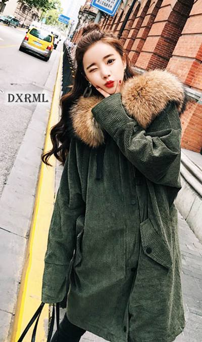 时尚的泡泡灯芯绒 - 绿色灯芯绒大衣