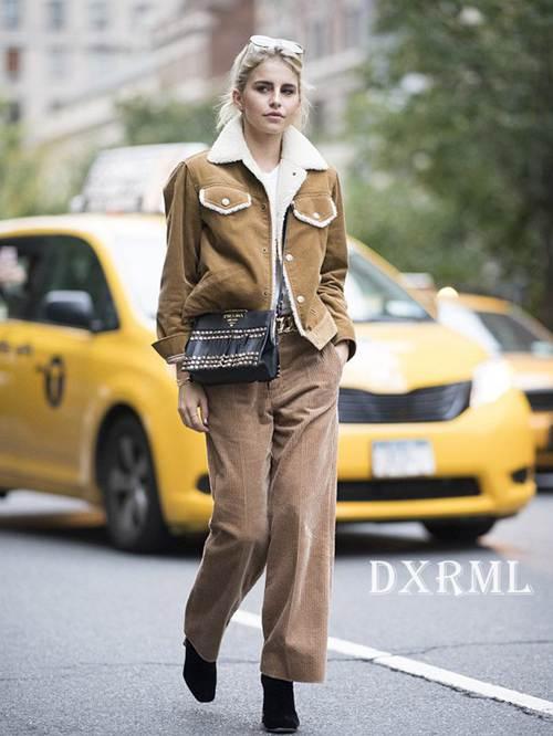 灯芯绒时尚:灯芯绒驼色套装
