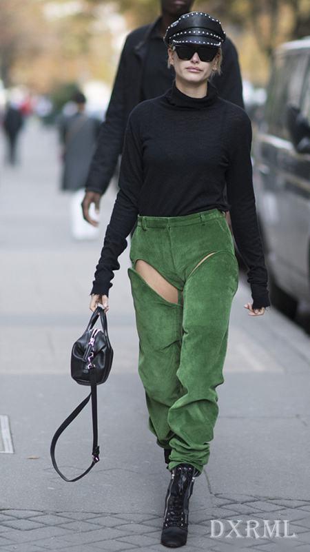 海莉-鲍德温的出街灯芯绒裤