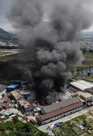 绍兴福全纺织厂突发大火
