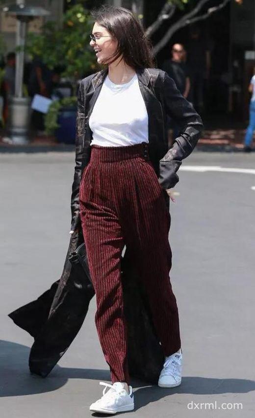 灯芯绒裤子搭配长款风衣