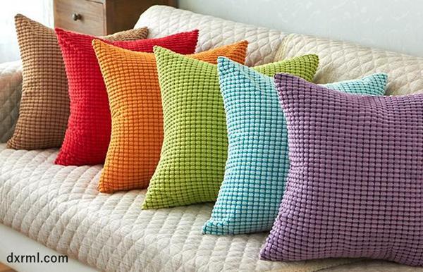 2.5条玉米粒灯芯绒做成的靠枕