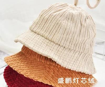 灯芯绒做成的渔夫帽