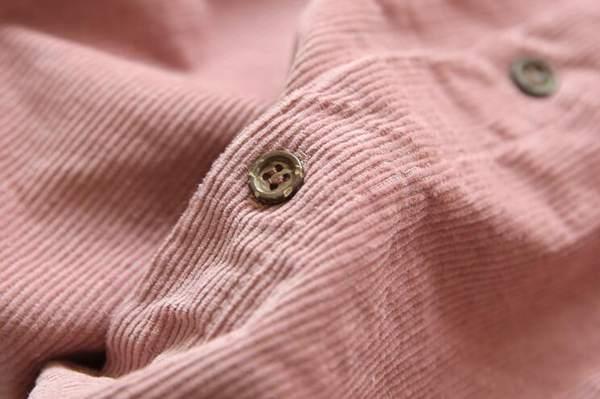灯芯绒休闲衬衣